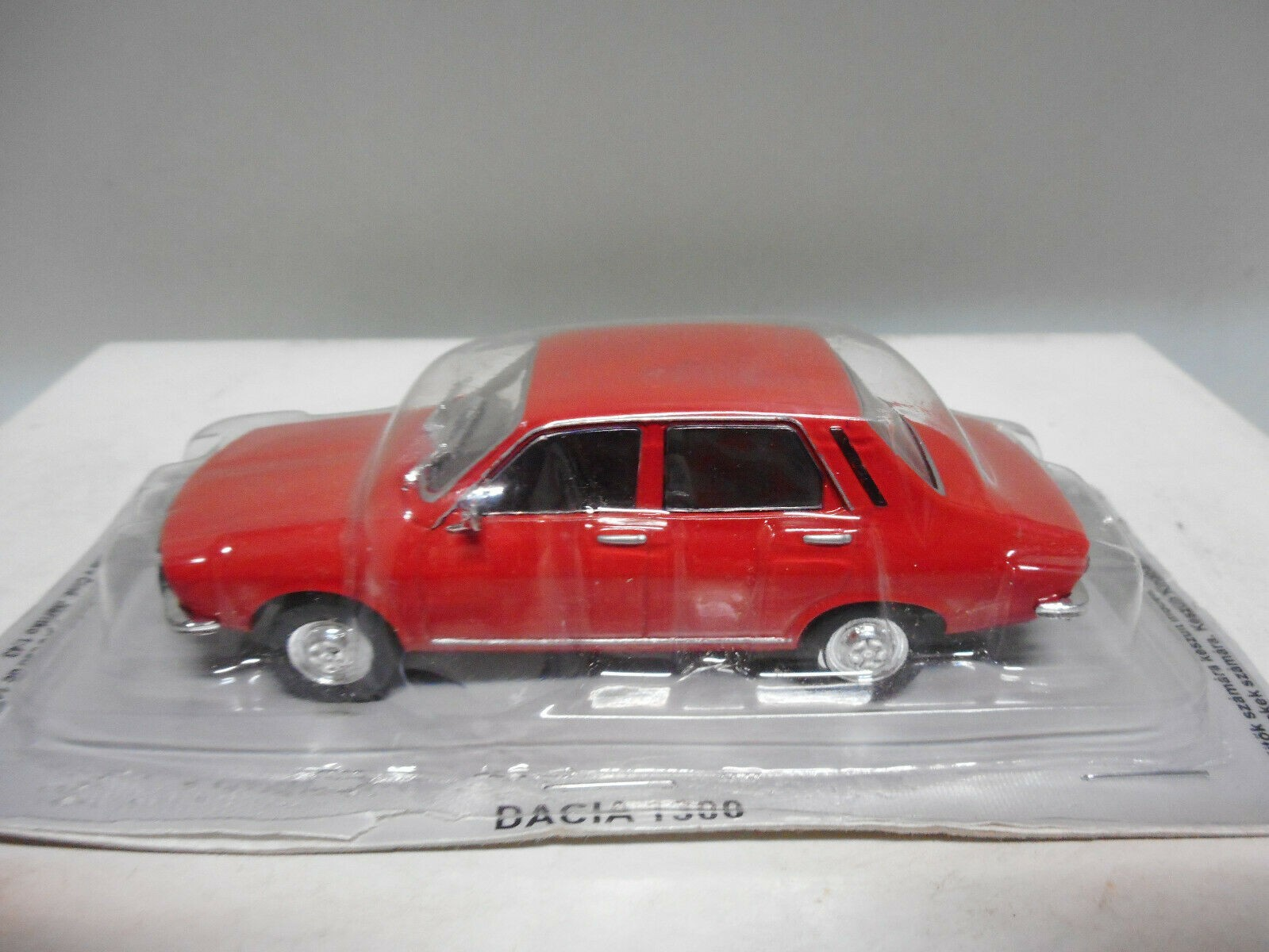 BAL13H Voiture 1//43 IXO DEAGOSTINI Balkans DACIA 1300 Renault 12 rouge